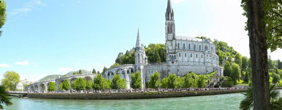 Lourdes in aereo low cost