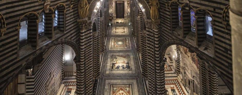Siena in occasione della scopertura straordinaria del pavimento del Duomo