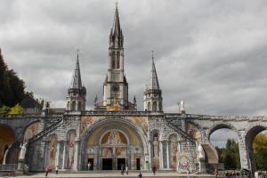 Lourdes in occasione del 164° anniversario delle apparizioni